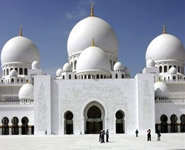 Abu Dhabi - Sheikh Zayed Mosque is a huge mosque of stunning beauty